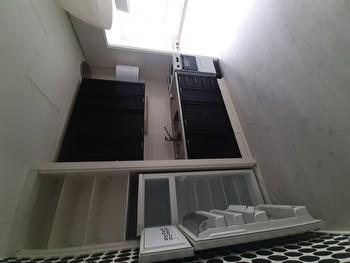 Yksiö n. 30 m² omakotitalon yläkerrasta