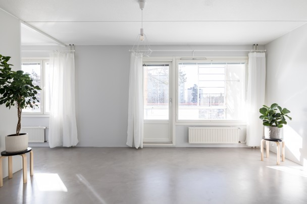 Newly renovated and bright studio apartment for rent